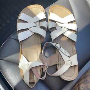 Saltwater sandals cute EUC
